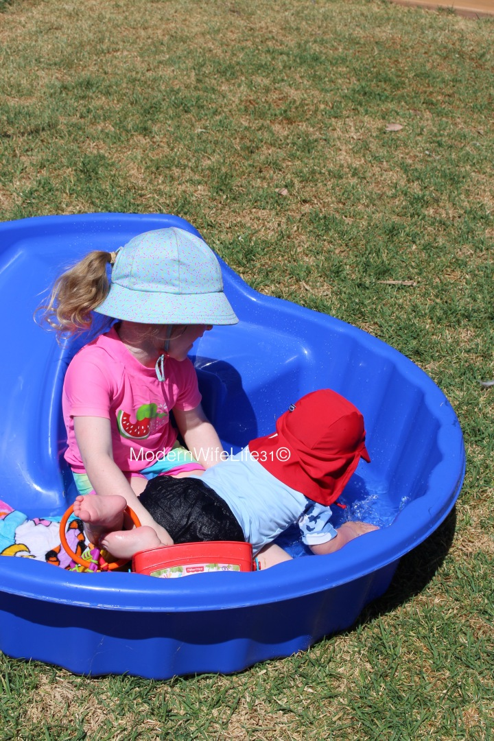 10 tips for surviving a heat wave with kids.